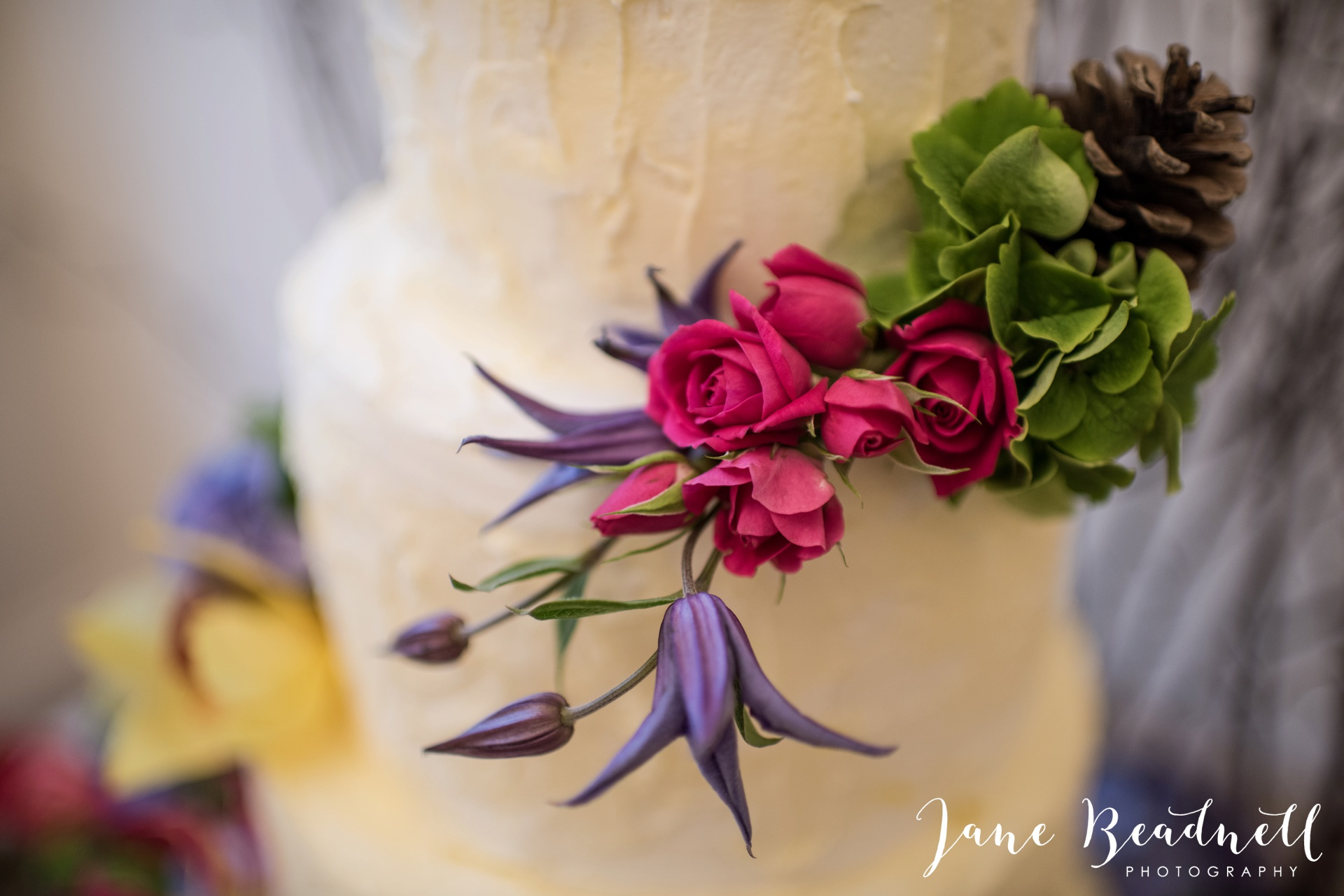 Leafy couture wedding flowers wedding photography by Jane Beadnell photography_0004