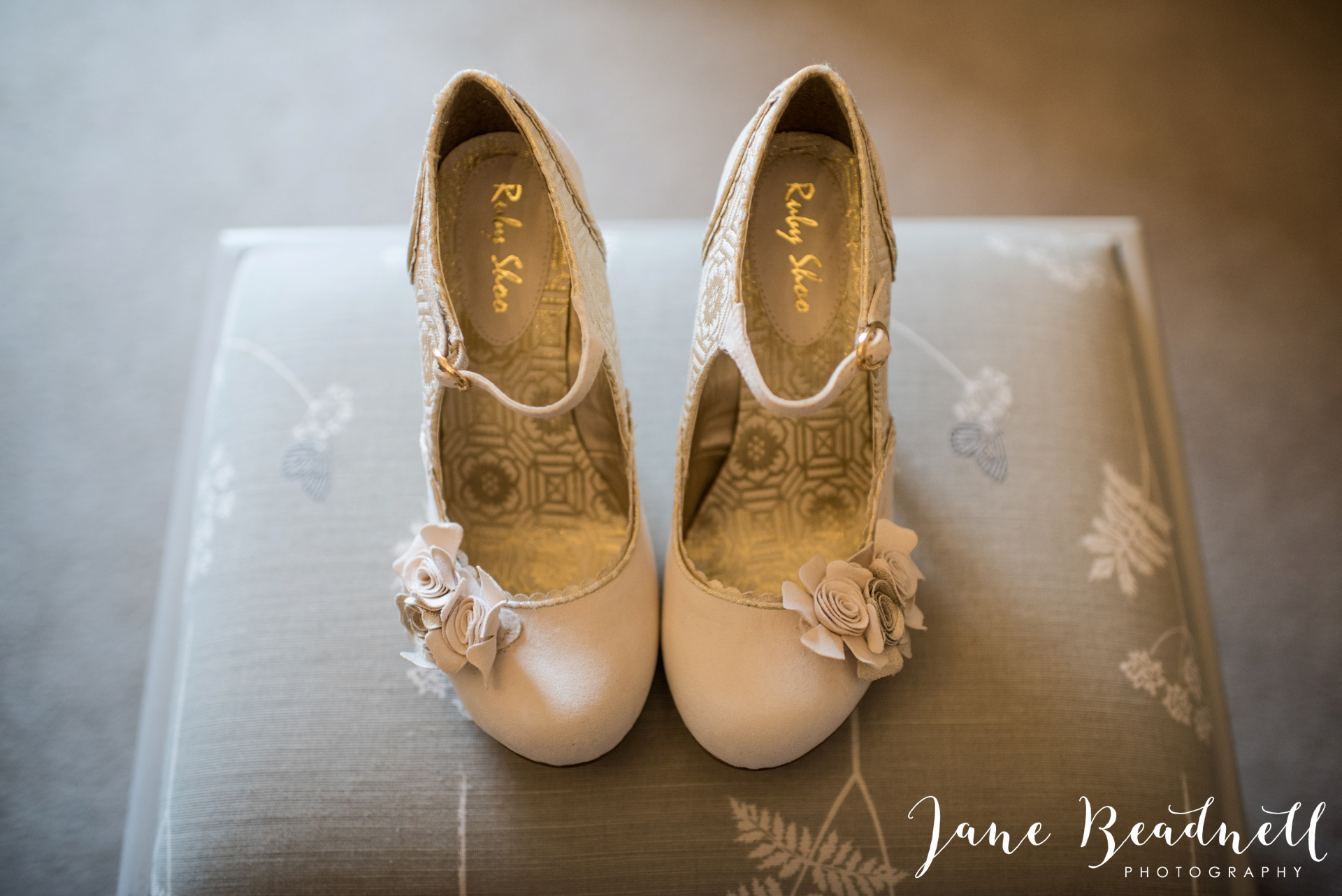 The Kingcote Barn Bristol Yorkshire and destination wedding photographer Jane Beadnell Photography_0012
