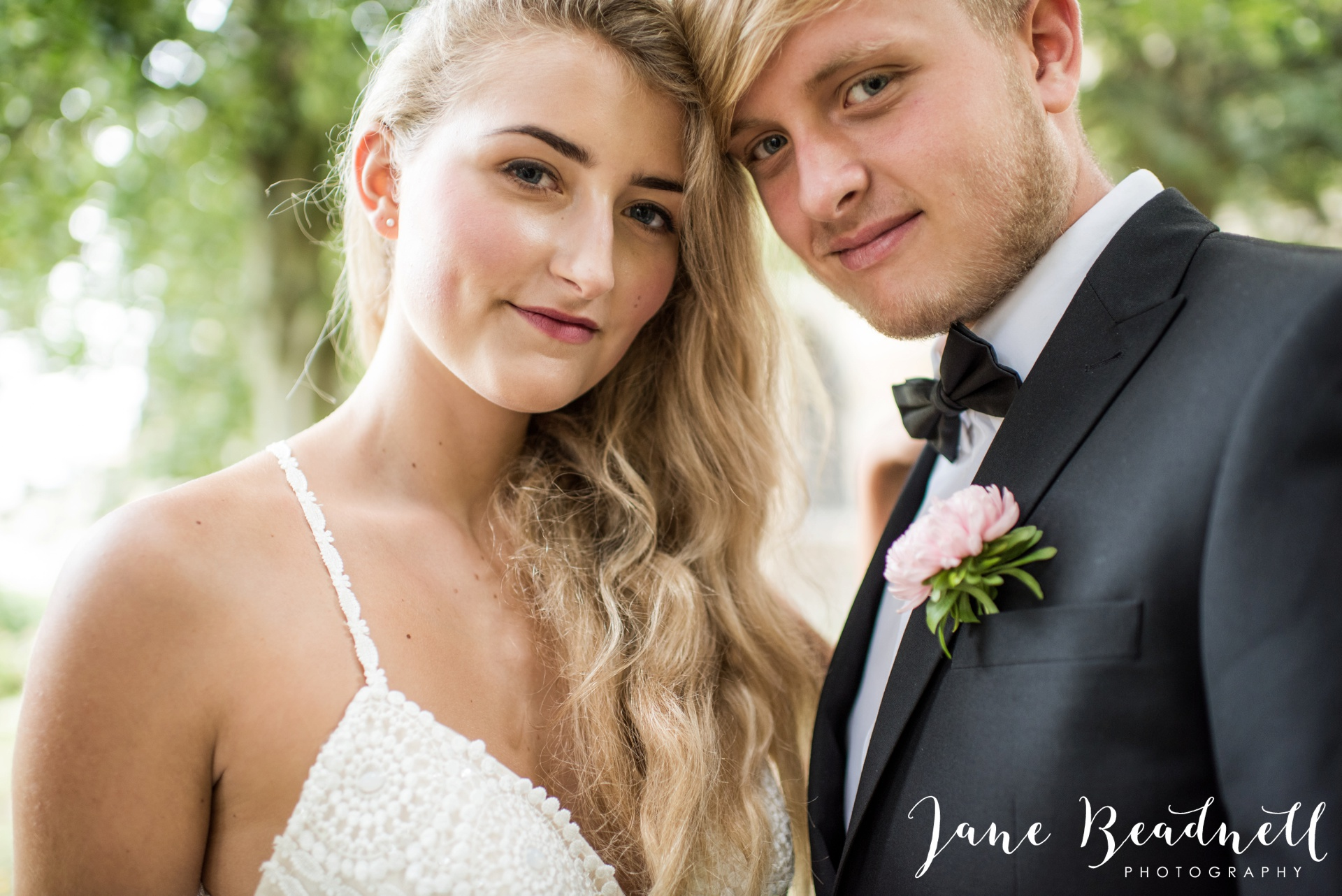 yorkshire-fine-art-wedding-photographer-jane-beadnell-photography-with-leafy-couture-wedding-flowers_0003
