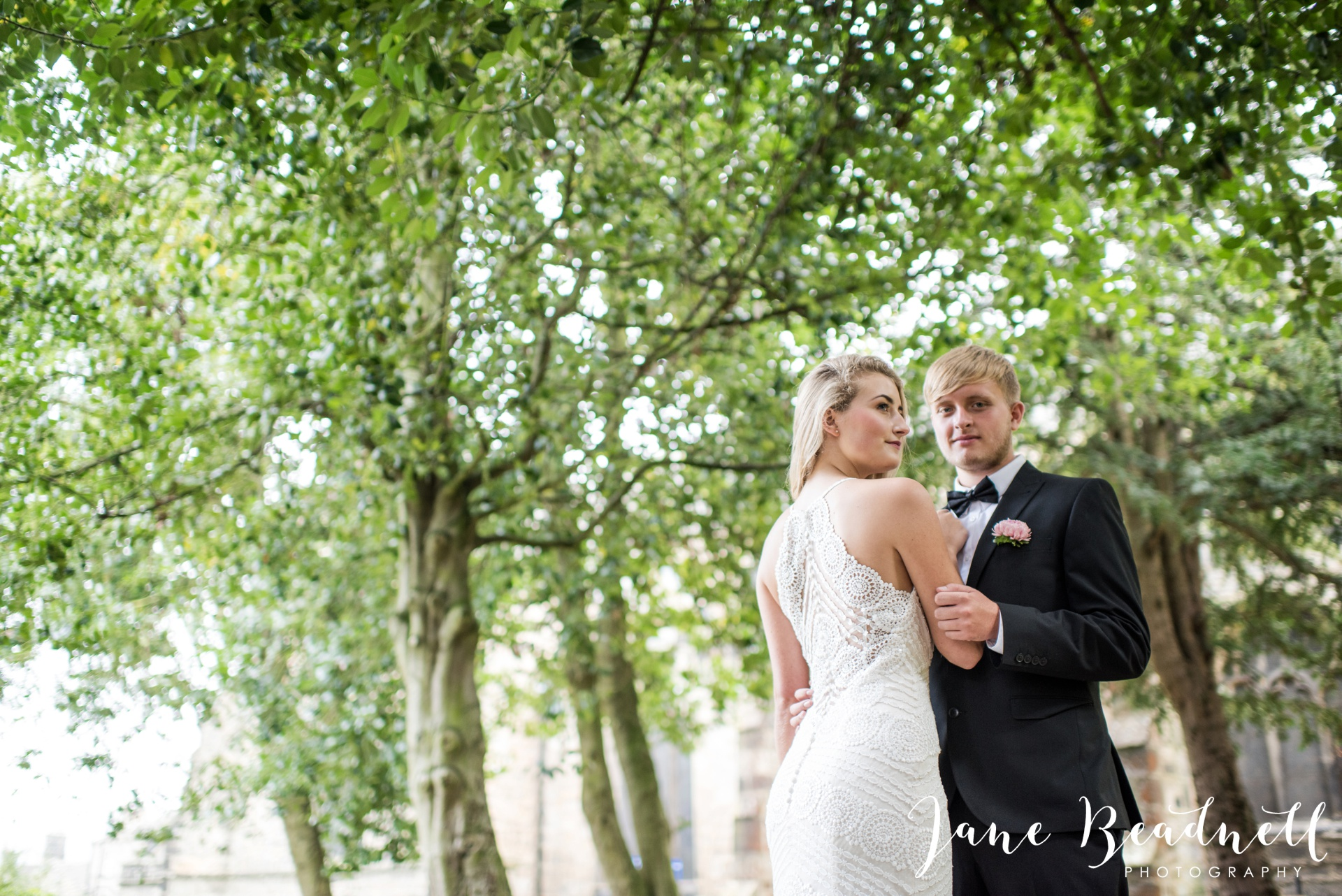 yorkshire-fine-art-wedding-photographer-jane-beadnell-photography-with-leafy-couture-wedding-flowers_0008